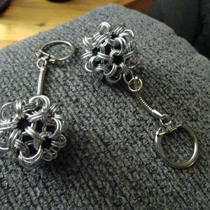 Silver Chain Maile Key Chain Ball